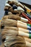 Il cinese di calligrafia di Pechino Cina del mercato di Panjiayuan spazzola le penne con le decorazioni sulle vendite allo stile  Fotografie Stock