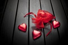 Fondo dei cuori del cioccolato di giorno di biglietti di S. Valentino Fotografia Stock