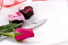 Il cioccolato di figura del cuore con è aumentato Fotografia Stock