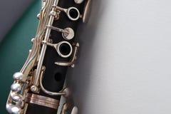 Il clarinetto alto vicino è uno strumento musicale quali i ventilatori di legno immagini stock libere da diritti