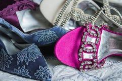 Il classico ha decorato con precisione le scarpe di dito del piede del partito della donna ed i sandali Fotografia Stock Libera da Diritti