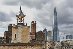 Il coccio, costruzione più alta nel Regno Unito, sulla banca di Southwark del Tamigi veduta dalla torre di Londra, l'Inghilterra Immagine Stock Libera da Diritti