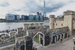 Il coccio, costruzione più alta nel Regno Unito, sulla banca di Southwark del Tamigi veduta dalla torre di Londra, l'Inghilterra Fotografia Stock Libera da Diritti