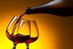 Il cognac ha versato in un vetro Fotografia Stock