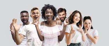 Il collage dei fronti della gente sorpresa sugli ambiti di provenienza bianchi immagine stock