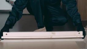 Il collettore della mobilia elimina le scatole di legno dalla scatola video d archivio