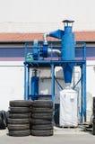 Il collettore di polveri industriale della gomma del camion ripercorre la fabbrica Fotografia Stock