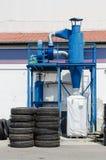 Il collettore di polveri industriale della gomma del camion ripercorre la fabbrica Fotografia Stock Libera da Diritti