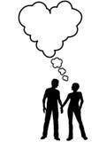 Il colloquio delle coppie pensa l'amore nella bolla di discorso del cuore Immagine Stock