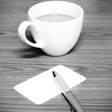 Il colore in bianco e nero della tazza e del biglietto da visita di caffè tonifica lo stile Immagini Stock