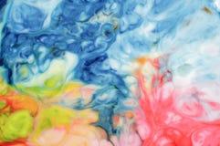 Il colore di alimento sul fondo dell'estratto del latte, marmo gradisce Fotografie Stock