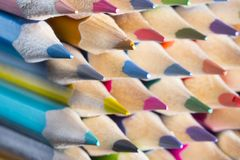 Il colore disegna a matita il primo piano Immagini Stock