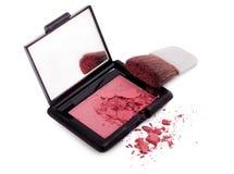 Il colore rosa arrossisce con la spazzola e lo specchio Immagine Stock Libera da Diritti
