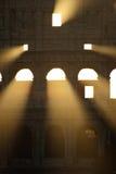Il Colosseum al primo indicatore luminoso di mattina fotografie stock libere da diritti