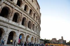 Il Colosseum a Roma e Roman Forum immagine stock libera da diritti