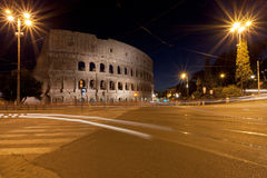 Il Colosseum a Roma nel traffico Fotografia Stock