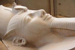 Il colosso di Ramses II a Memphis, Egitto. Immagini Stock Libere da Diritti