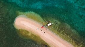 Il colpo aereo sopra un banco di sabbia ha creato naturalmente dal supertyphoon Haiyan video d archivio
