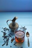 Il colpo verticale ha sparato di cerimonia di tè con lo spazio della copia Fotografia Stock
