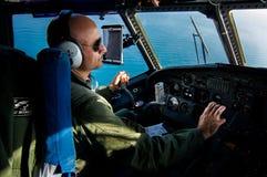 Il comandante dell'aeronautica, durante il volo della pattuglia sopra il mar Mediterraneo Immagini Stock