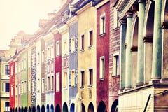 Il commerciante anziano alloggia le facciate a Poznan, Polonia Fotografia Stock Libera da Diritti