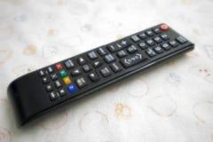 Il commutatore telecomandato della televisione fuori riduce l'energia Fotografie Stock Libere da Diritti