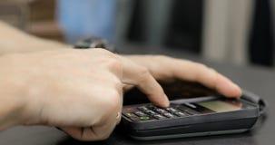 Il compratore effettua il pagamento dalla carta di credito Imposti il codice del perno archivi video