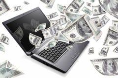 Il computer portatile con 100 dollari, guadagna i soldi Immagini Stock Libere da Diritti