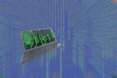 Il computer portatile, entra nella tabella royalty illustrazione gratis