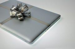 Il computer portatile gradice un presente Fotografie Stock