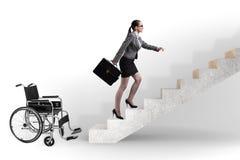 Il concepth di accessibilità con la sedia a rotelle per gli handicappati immagine stock libera da diritti