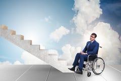 Il concepth di accessibilità con la sedia a rotelle per gli handicappati fotografia stock libera da diritti