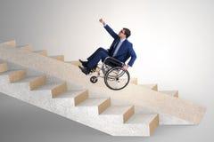 Il concepth di accessibilità con la sedia a rotelle per gli handicappati immagine stock