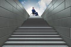 Il concepth di accessibilità con la sedia a rotelle per gli handicappati fotografie stock