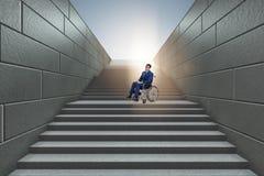 Il concepth di accessibilità con la sedia a rotelle per gli handicappati fotografie stock libere da diritti