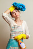 Il concetto dei lavori domestici un carico Immagini Stock
