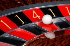 Il concetto dei numeri fortunati delle roulette del casinò spinge sec nera e rossa Fotografia Stock Libera da Diritti
