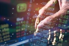 Il concetto del gioco di scacchiera delle idee e concorrenza di affari e la strategia progettano Immagine Stock