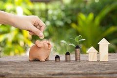 Il concetto del risparmio finanziario per comprare una casa Fotografia Stock Libera da Diritti