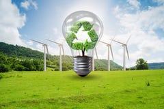 Il concetto dell'energia alternativa con i mulini a vento Immagini Stock