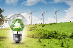 Il concetto dell'energia alternativa con i mulini a vento Fotografia Stock Libera da Diritti