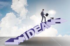 Il concetto dell'idea con le scale rampicanti di punti dell'uomo d'affari Immagine Stock