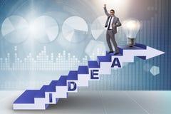 Il concetto dell'idea con le scale rampicanti di punti dell'uomo d'affari Fotografia Stock Libera da Diritti