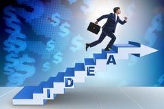 Il concetto dell'idea con le scale rampicanti di punti dell'uomo d'affari Immagini Stock Libere da Diritti