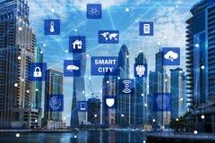 Il concetto della città e di Internet astuti delle cose Immagine Stock