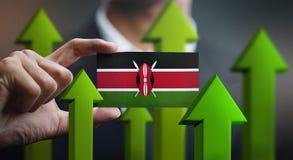 Il concetto della crescita di nazione, si inverdisce sulle frecce - l'uomo d'affari Holding Car illustrazione di stock