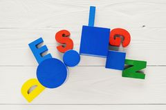 Il concetto della parola di progettazione sulle lettere di legno variopinte Fotografia Stock Libera da Diritti