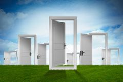 Il concetto della scelta con l'opportunità di molte porte - rappresentazione 3d Fotografia Stock