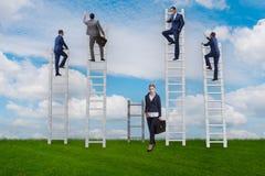 Il concetto delle prospettive di carriera disuguali fra la donna dell'uomo Fotografie Stock