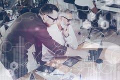 Il concetto dello schermo digitale, icona del collegamento virtuale, diagramma, grafico collega Nuovo progetto di affari di prese Immagine Stock